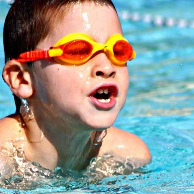 Insegnare ai bambini a nuotare: perché è così importante?
